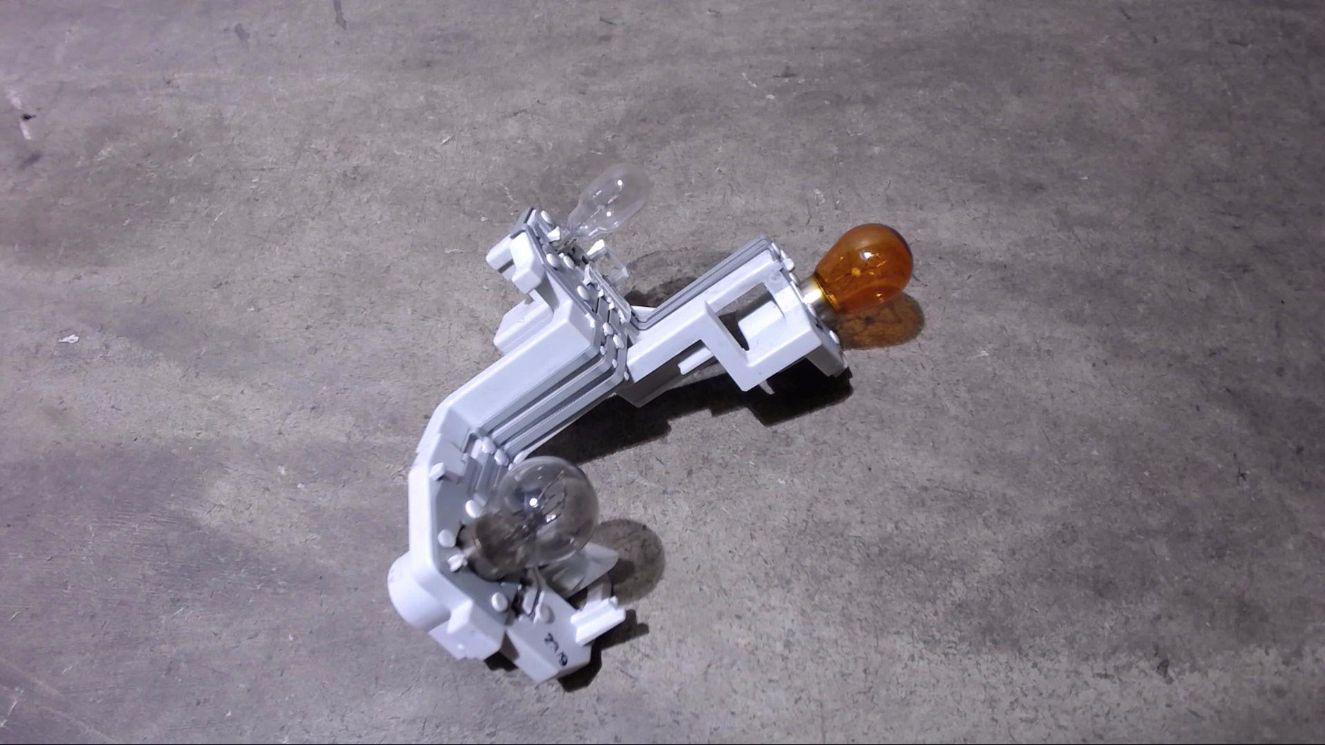 Lampentraeger-Rechts-8A61-13404-A-Ford-Fiesta-1-4-Tdci-Trend-JA8-2207710 Indexbild 2